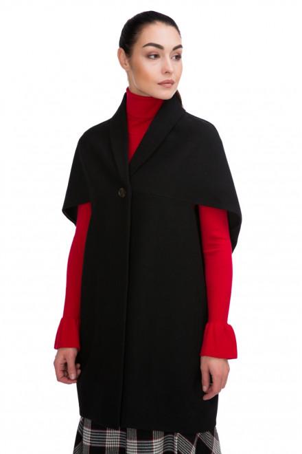 Пальто женское объемное черного цвета с коротким рукавом Blauer