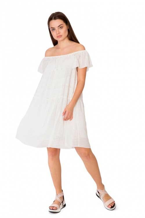 Платье свободное с открытыми плечами и оборкой белое Le Coeur