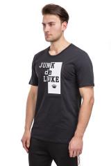 Футболка мужская черная с логотипом бренда и надписью Junk de Luxe
