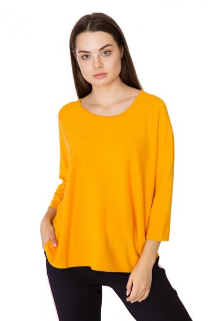 Пуловер женский свободный цвета манговый мохито Rich & Royal
