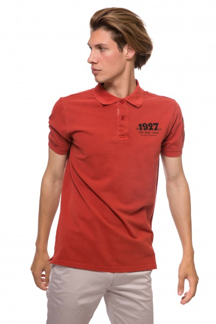 Футболка-поло мужская оранжевого цвета с символикой бренда Lindbergh