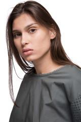 Блуза женская темно-зеленого цвета с кружевными рукавами Le Couer