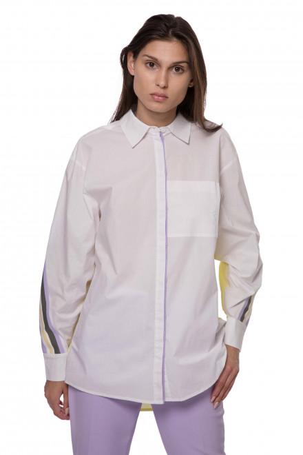 Сорочка женская белая с цветными вставками и нагрудным карманом Riani