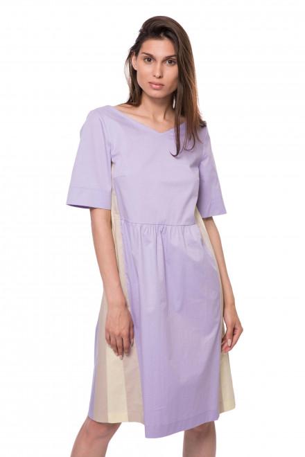 Платье женское фиолетового цвета с треугольным вырезом и коротким рукавом Riani