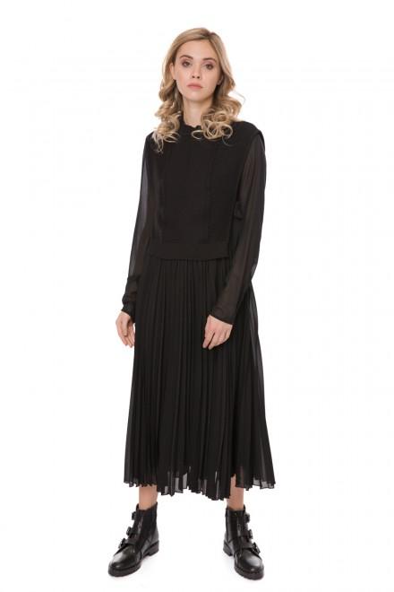 Платье черное длинное а силуэта с плиссированной юбкой и жилетом Riani