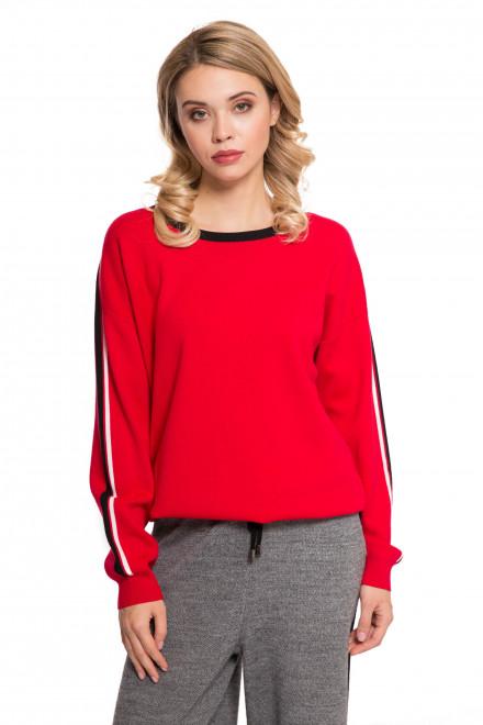 Пуловер женский красного цвета UNQ