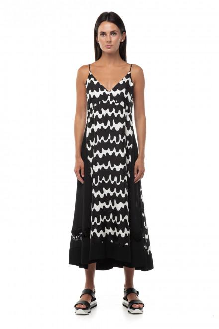 Шелковое платье с черно-белым принтом «волны» и глубоким V-образным вырезом Beatrice