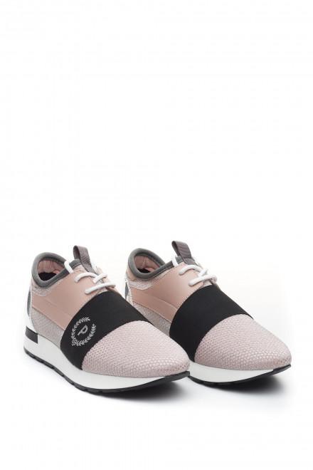 Туфли женские спортивные бежевые с черной широкой полосой и символикой Pollini