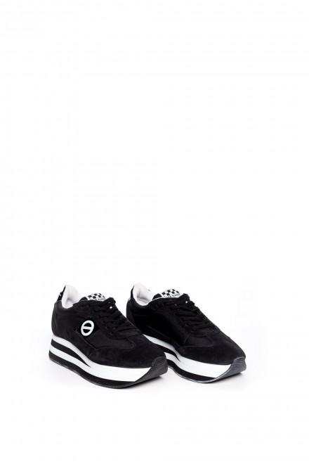 Кроссовки женские замшевые черного цвета на высокой подошве No Name
