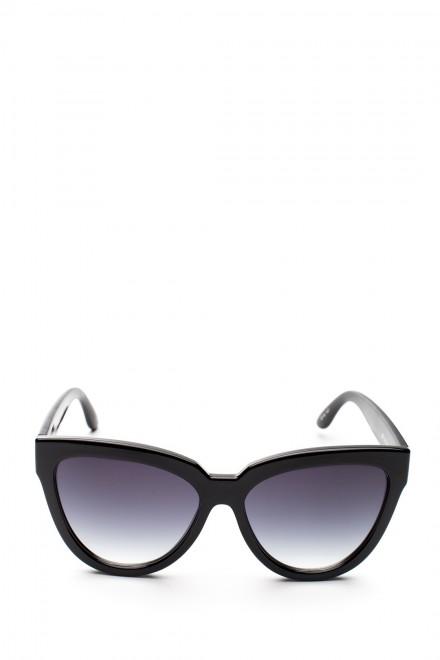 Солнцезащитные очки женские в крупной черной оправе с дымчатым градиентом