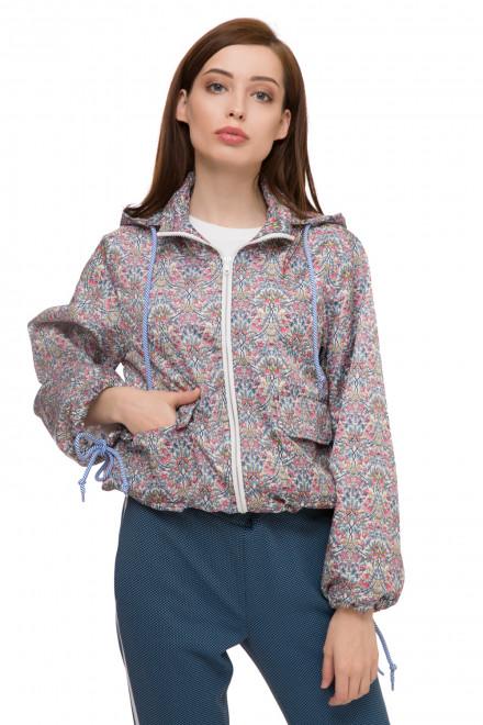 Куртка женская из тонкого материала короткая в цветной принт с капюшоном Rich & Royal