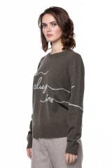 Пуловер женский с вышивкой Repeat  1