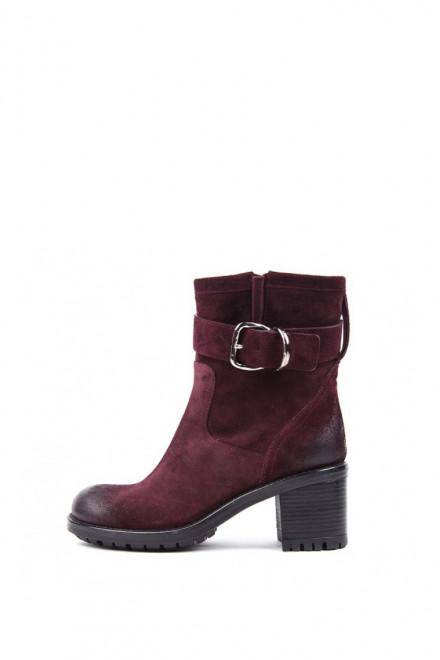 Ботинки женские бордового цвета с пряжкой на среднем каблуке The Seller