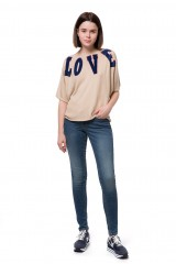 """Пуловер женский свободный бежевого цвета с надписью """"Love"""" Rich&Royal"""