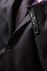 Костюм мужской (двойка) черного цвета однобортный на две пуговицы C.G.