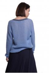 Пуловер женский с V-образным светло-голубого цвета длинный и объемный Weill