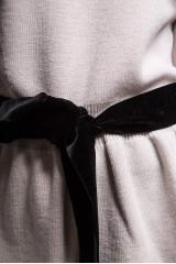 Пуловер женский светло-бежевый приталенного кроя Weill