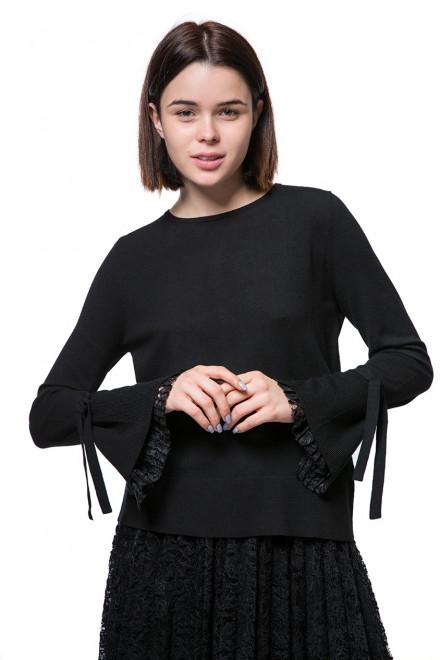 Пуловер женский свободный  с длинными рукавами-колокол черного цвета Luisa Cerano