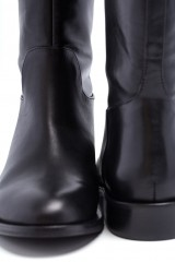 Сапоги женские высокие на низком каблуке с пряжкой The Seller