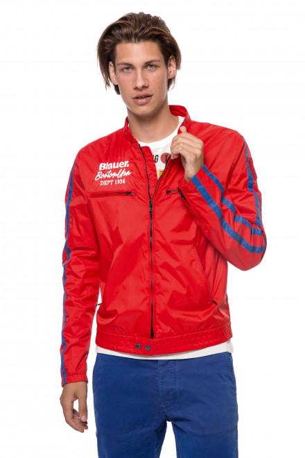 Куртка мужская красного цвета с синими полосами на рукавах и на молнии Blauer