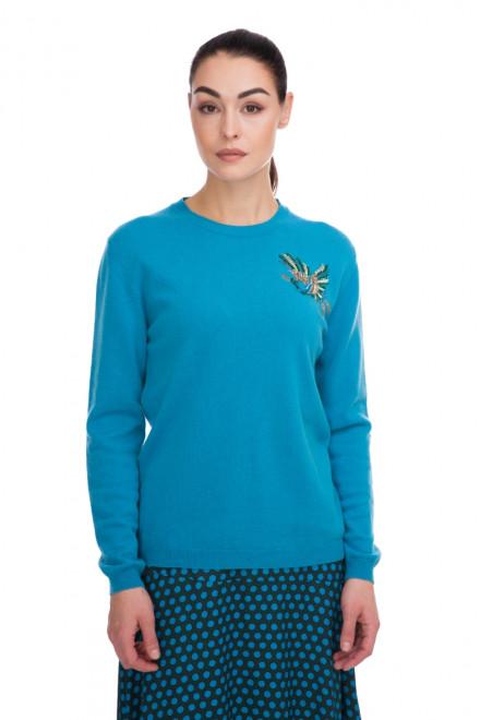 Пуловер женский голубой с вышивкой Beatrice