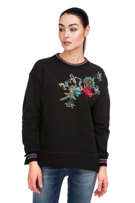 Пуловер женский с вышивкой черный Beatrice
