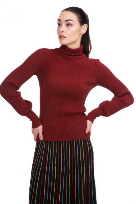 Пуловер женский с высоким горлом бордовый в рубчик Sfizio