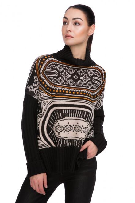 Пуловер женский с высоким воротником и геометрическим рисунком на черном Sfizio