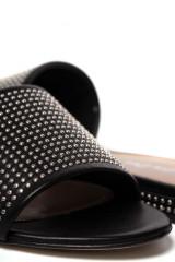 Босоножки женские черного цвета с металлическими точками The Seller