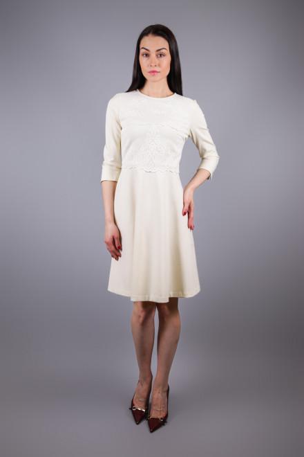 Платье женское приталенное с четвертным рукавом белого цвета Sfizio