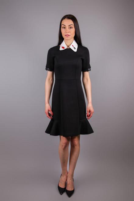 Платье женское с коротким рукавом приталенное с  воланом черного цвета Sfizio
