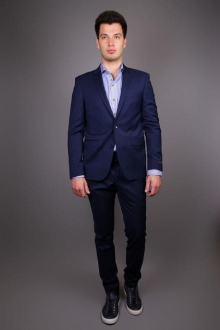 Костюм мужской (двойка) с однобортным пиджаком и зауженными брюками синего цвета Junk de Luxe