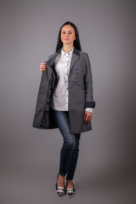 Пальто женское серого цвета Creenstone