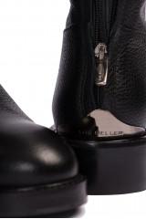 Сапоги женские высокие черного цвета на низком ходу The Seller