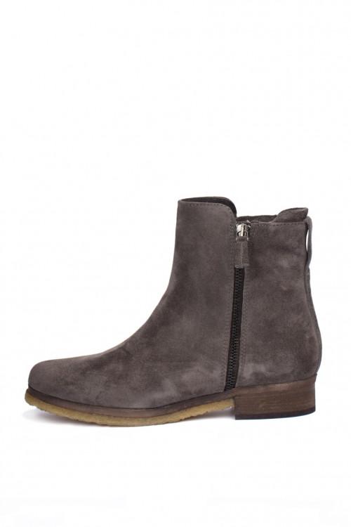 Ботинки женские из замши серого цвета The Seller