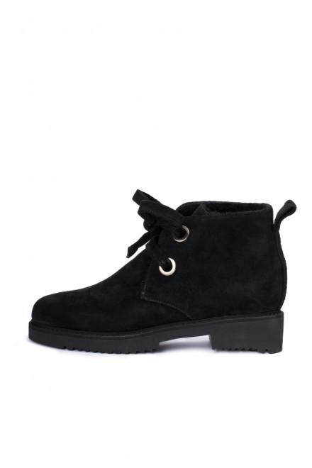 Ботинки женские из черной замши на шнуровке The Seller