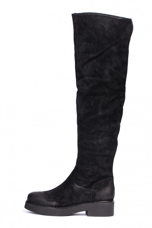 Сапоги женские (ботфорты) из черной замши на невысоком каблуке The Seller