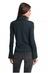 Пуловер женский с высоким воротником облегающий зеленого цвета Beatrice B