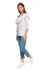 Блуза женская с асимметричным вырезом белая Sfizio